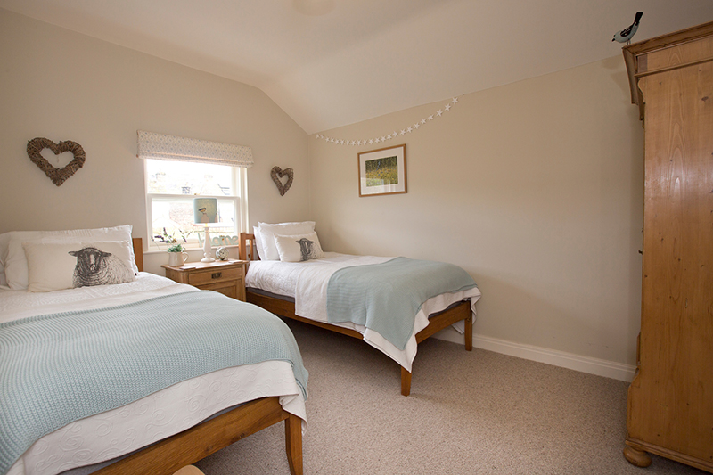 Nurse Cherry Cottage Swaledale Twin Bedroom